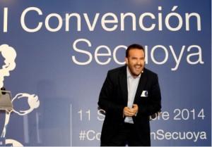 Momento de la intervención en la #ConvencionSecuoya (no preguntéis de qué me reía ;-)